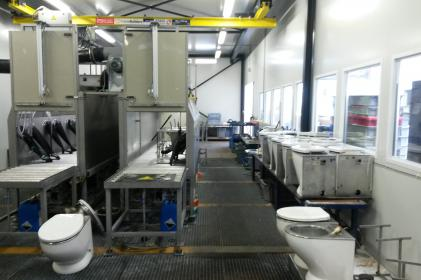 Industrial parts cleaning machine for the cleaning of train toilets