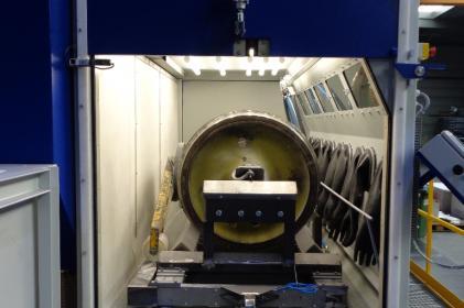 Pressure blasting cabinet for the blasting of railway wheels
