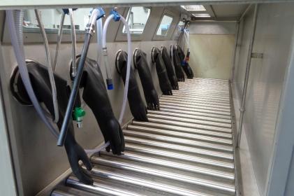 Cabine de nettoyage pour le nettoyage manuel de toilettes des trains