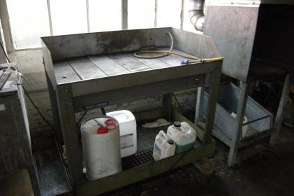 Water-based industrial parts washer for the cleaning of brake parts