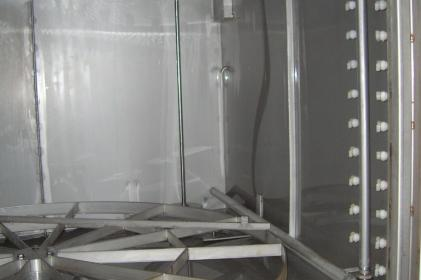 Machine à laver pour le lavage et rinçage de petites pièces corrosives avant la peinture