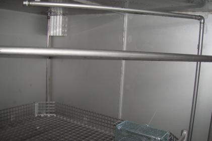 Machine de nettoyage rotative pour le nettoyage de roues ferroviaires