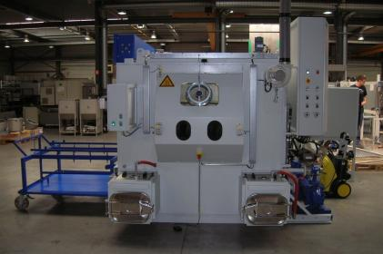 Rotating spray washer for the cleaning of train/metro brake systems