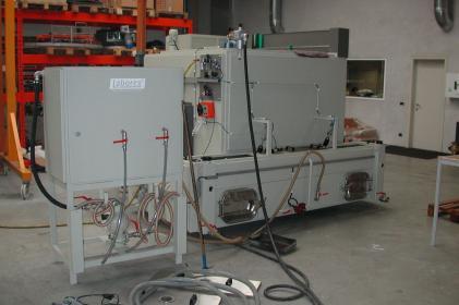 Heißwasser-Teilewaschmaschine zur Reinigung von Bremsen und Kompressoren