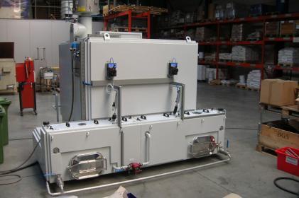 Machine de nettoyage pour le nettoyage de roulements ferroviaires